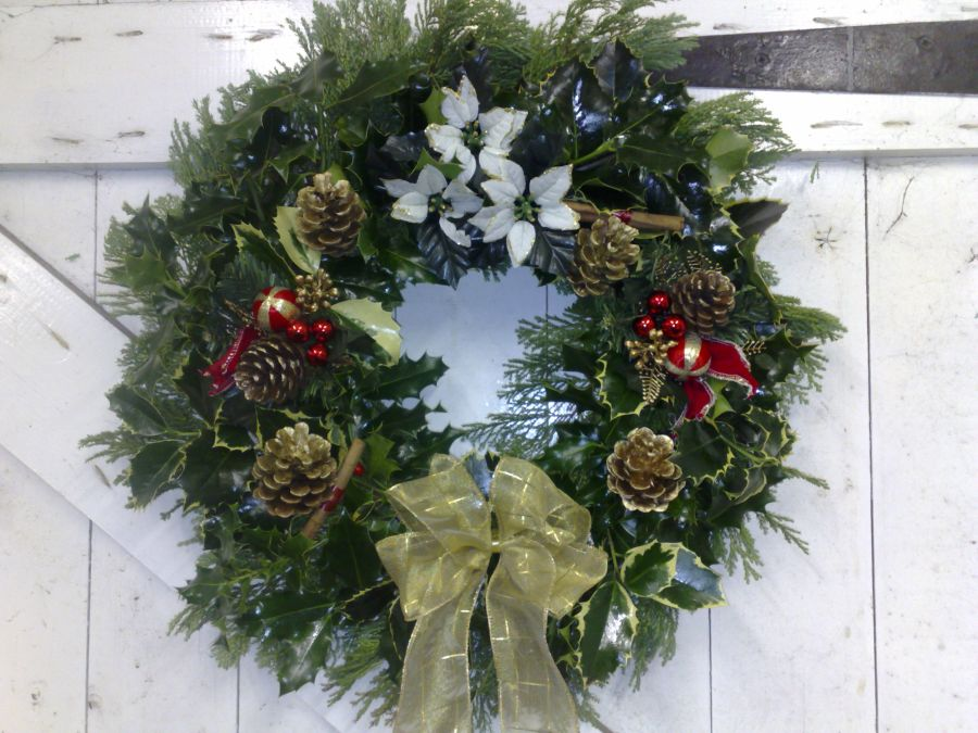 another holly wreath in Gold Natural theme